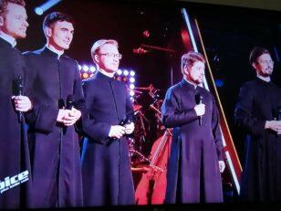 The Voice : Le chœur du Séminaire orthodoxe russe invité par Lara Fabian à chanter avec elle à Moscou 2