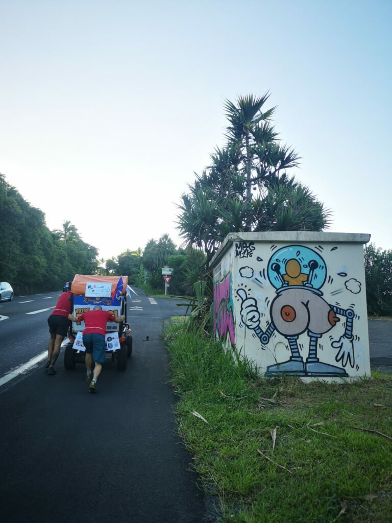 Carnet de voyage : Un pompier d'Epinay-Sous-Sénart fait le tour de La Réunion en rosalie 14