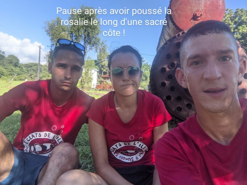 Carnet de voyage : Un pompier d'Epinay-Sous-Sénart fait le tour de La Réunion en rosalie 32