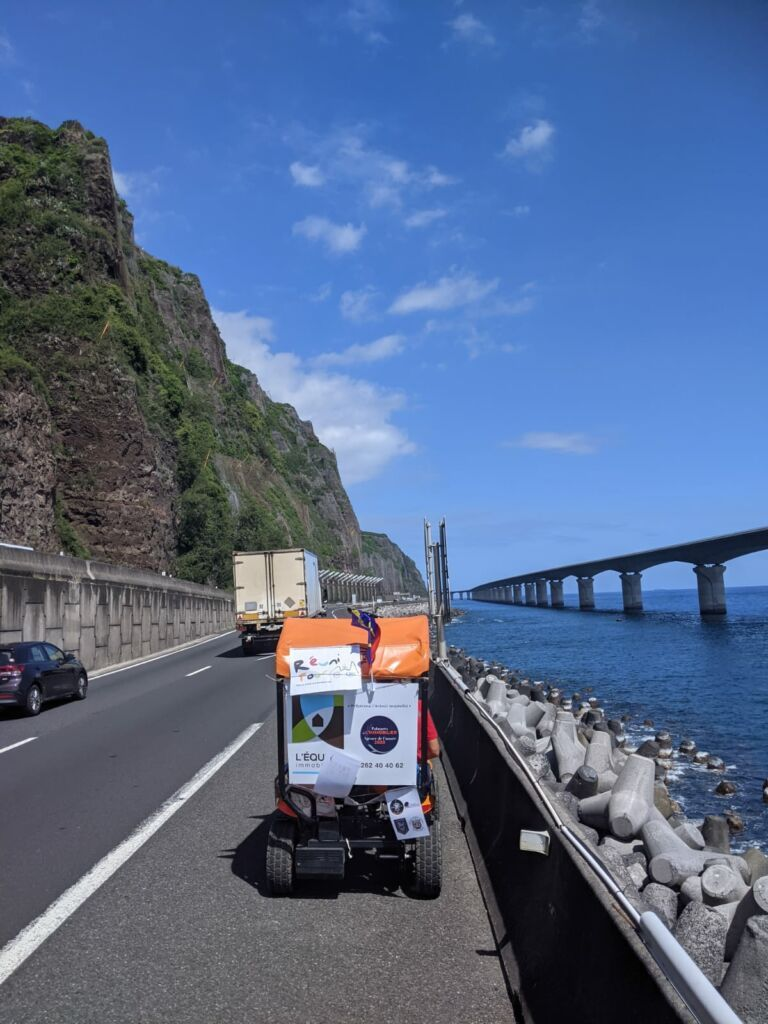 Carnet de voyage : Un pompier d'Epinay-Sous-Sénart fait le tour de La Réunion en rosalie 59