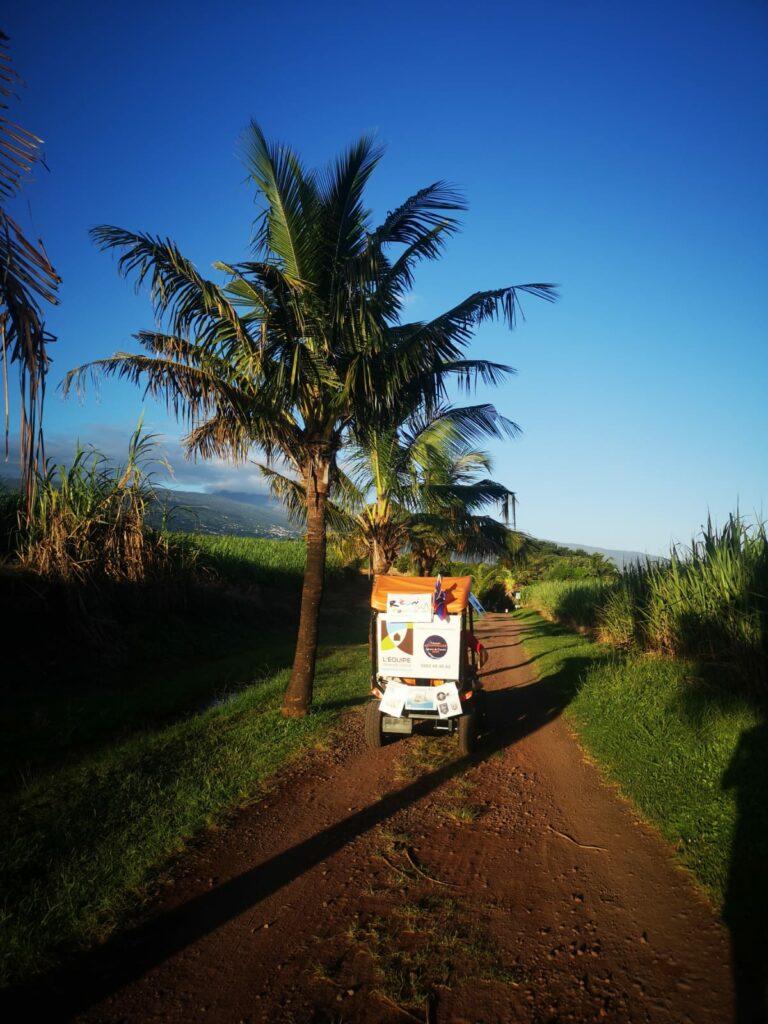 Carnet de voyage : Un pompier d'Epinay-Sous-Sénart fait le tour de La Réunion en rosalie 60