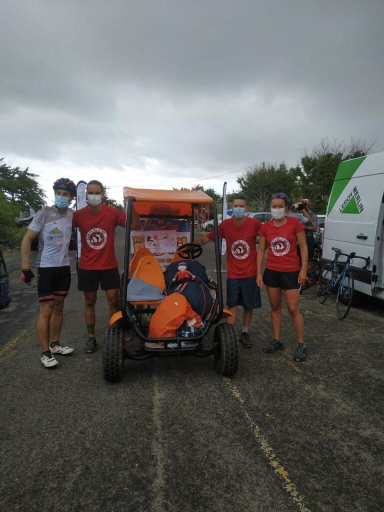 Carnet de voyage : Un pompier d'Epinay-Sous-Sénart fait le tour de La Réunion en rosalie 75