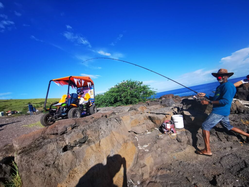 Carnet de voyage : Un pompier d'Epinay-Sous-Sénart fait le tour de La Réunion en rosalie 64
